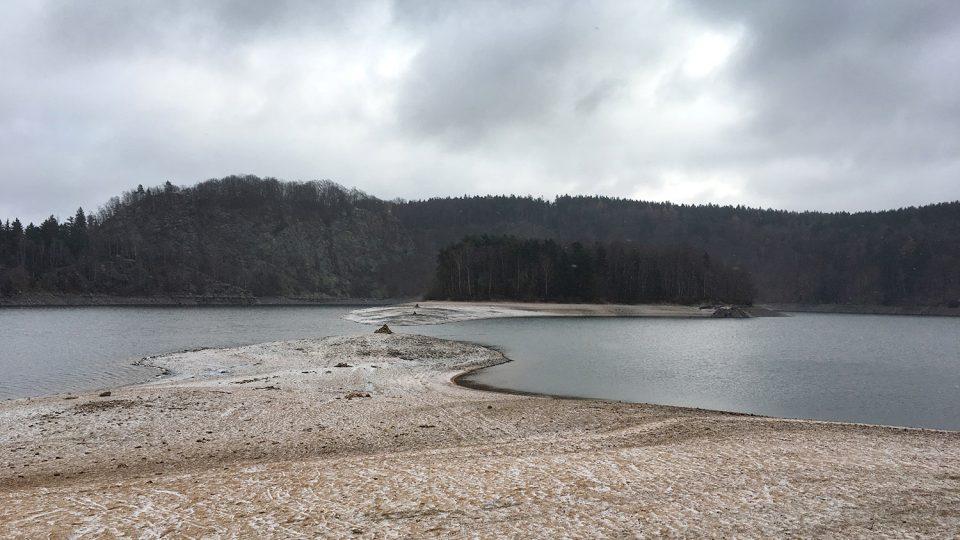 Na ostrov se dá skoro dojít suchou nohou