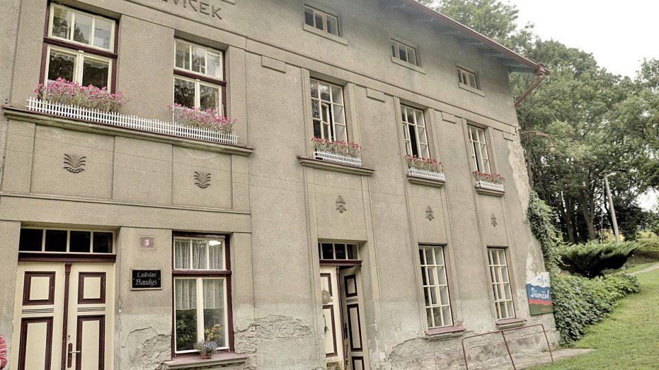 Mlýn Dřevíček se nachází v Horním Dřevíči u Stárkova v malebném údolí potoka Olšavka