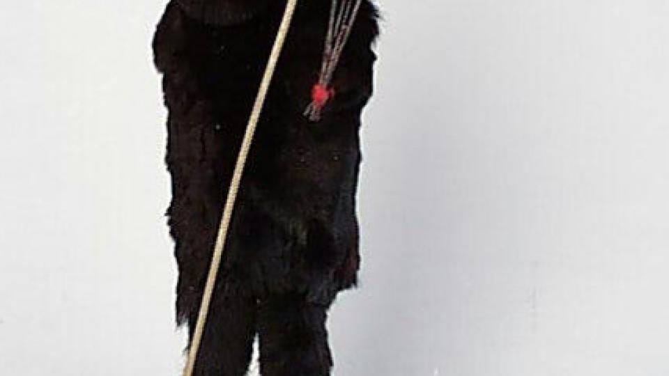 Čert, lidová figurka k mikulášské nadílce. Koupen 4. 12. 1935 na trhu