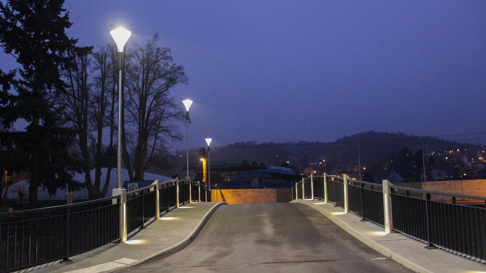 Nový most v Bělovsi už slouží občanům a zkrášluje tento kout Náchoda