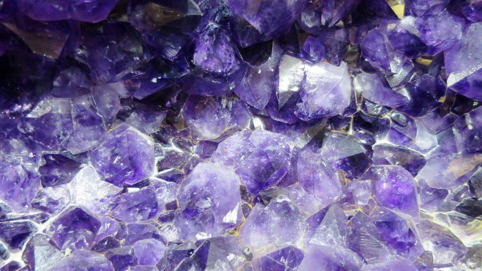 Detail krystalů jihoamerického ametystu