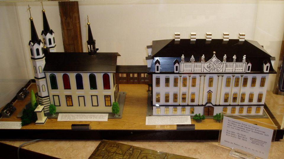 Model kostela a zámku