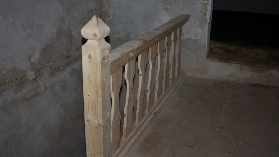 Zrekonstruované schodiště do patra