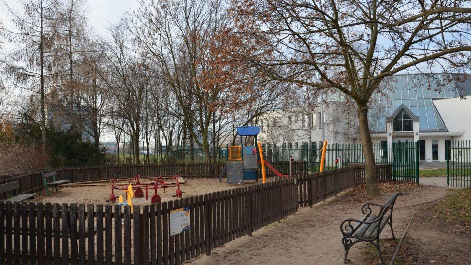 V parku u tvrze objevíte dětské hřiště