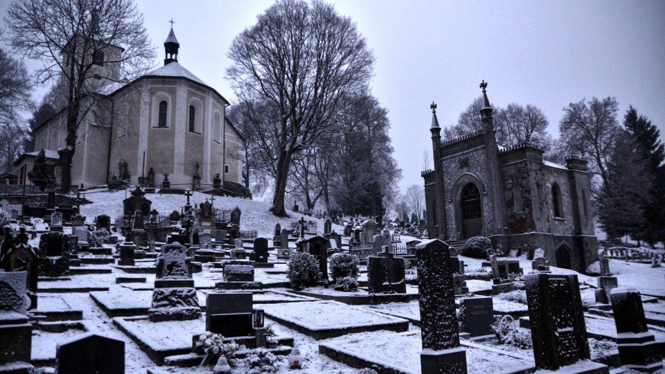 Hřbitov s kostelem