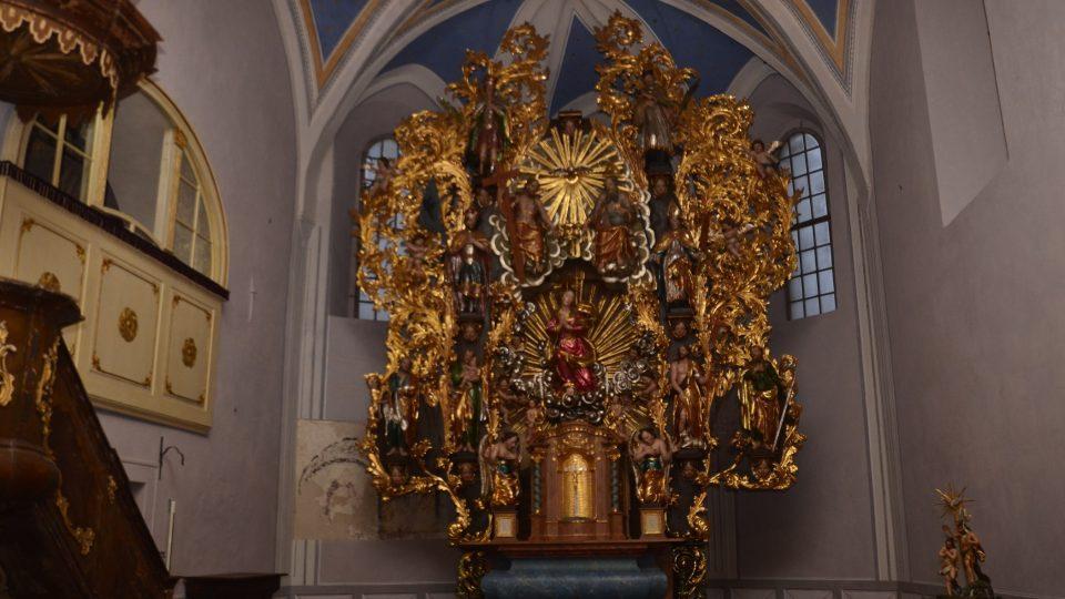 Oltář horního kostela