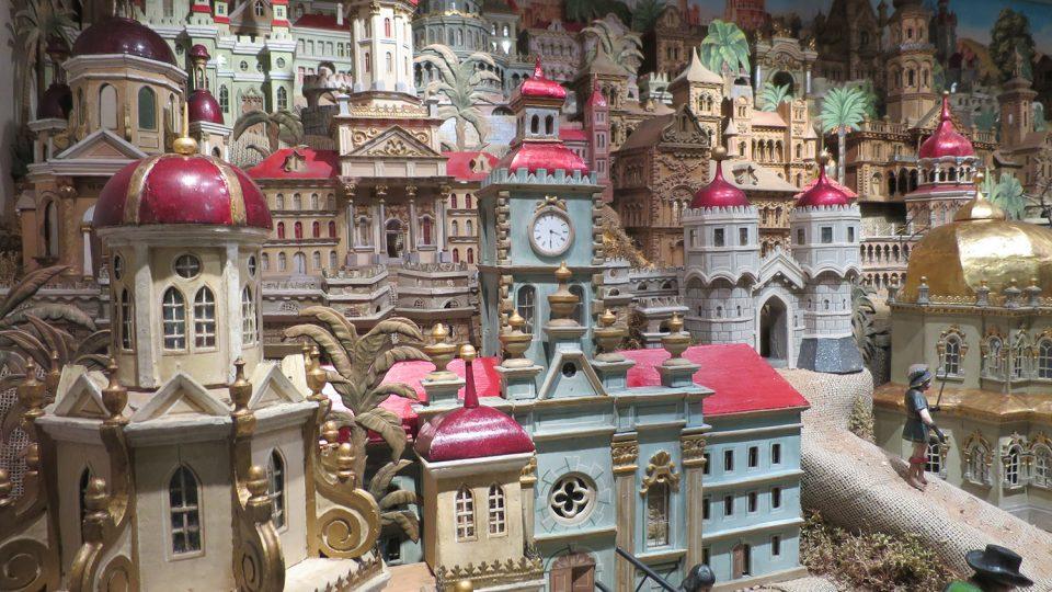 Pro Svitavský betlém je typická působivá architektura, budov je na 150 kusů