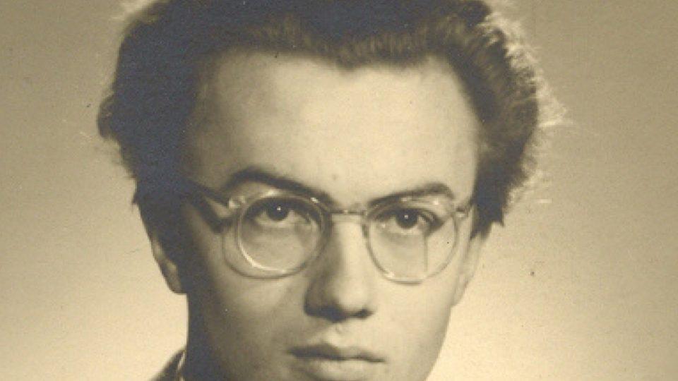 Maturitní fotografie Ladislava Hejdánka, rok 1946