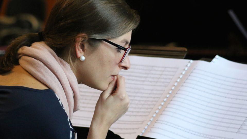 Štěpánka Balcarová na zkoušce Concept Art Orchestra
