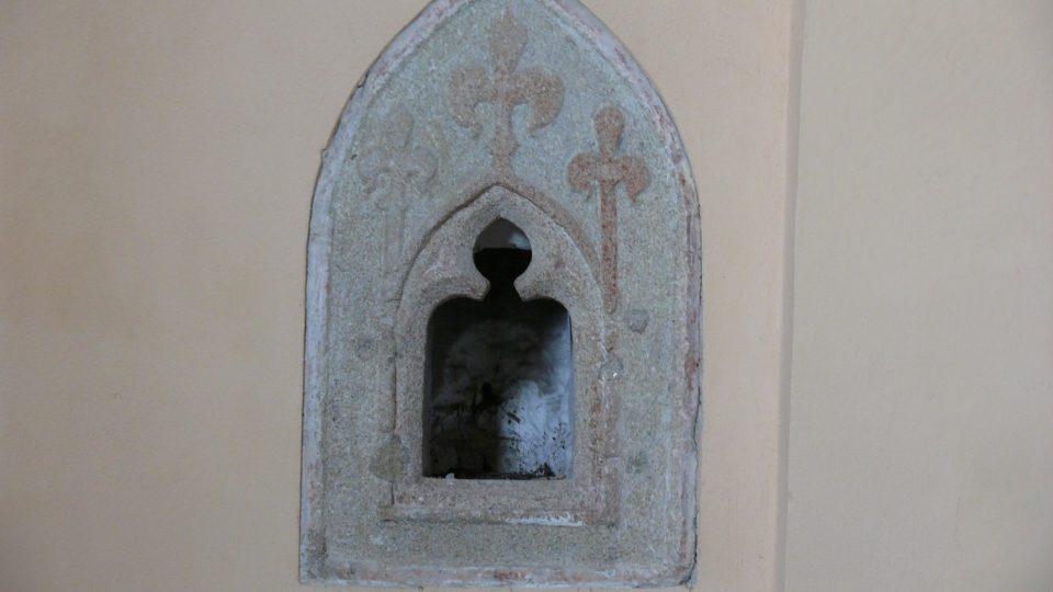 Gotický sanktuář v kostele Všech svatých