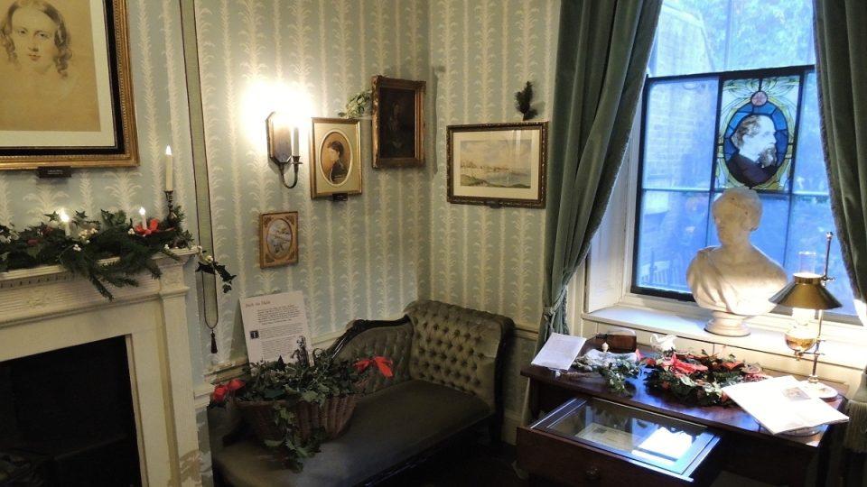 Dickens se svou rodinou dům v londýnské Doughty Street obýval ještě dřív, než se stal opravdu slavným