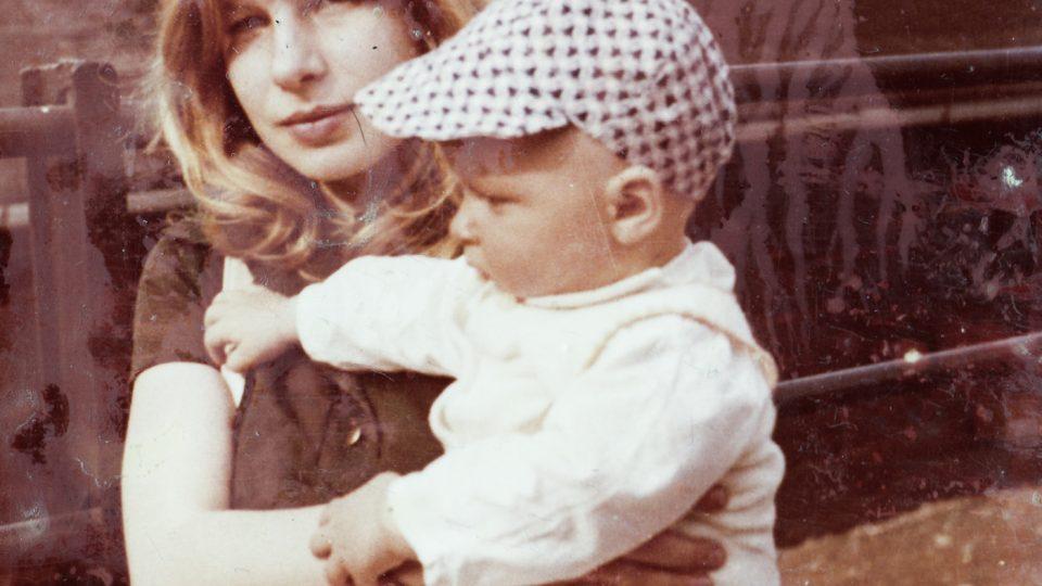 Silvestra Chnapková s dcerou Janou, 1975