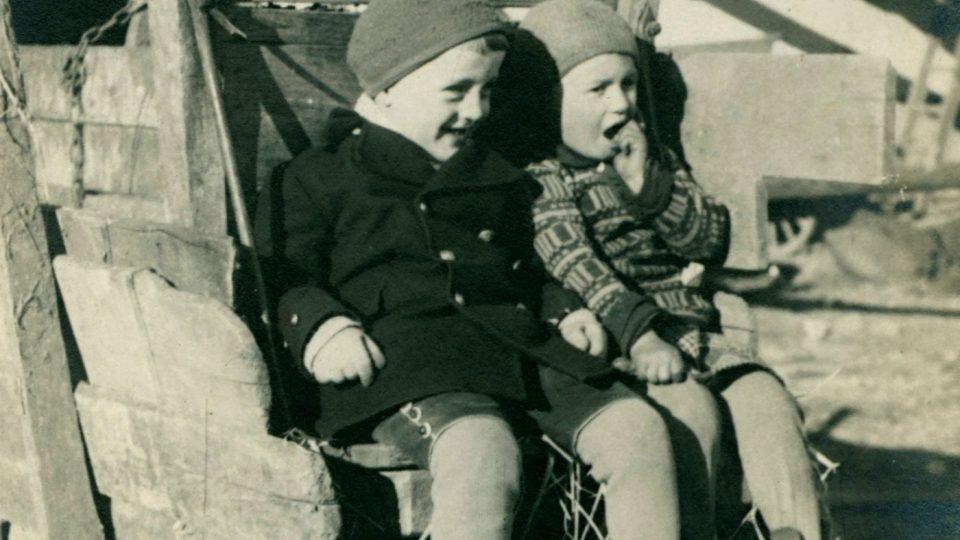 Žánrová fotografie plzeňských dětí. Konec 30. let 20. století