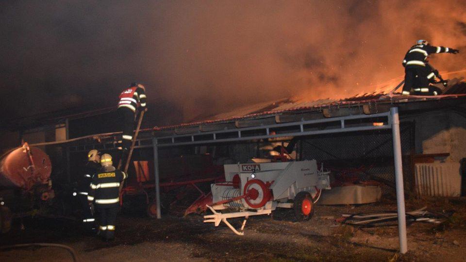 Při požáru nebyl nikdo zraněný, škoda byla odhadnuta na 800 tisíc korun