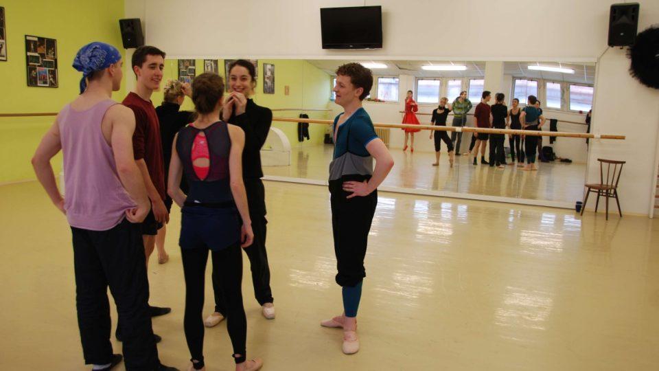 Taneční zkouška členů baletu Šaldova divadla