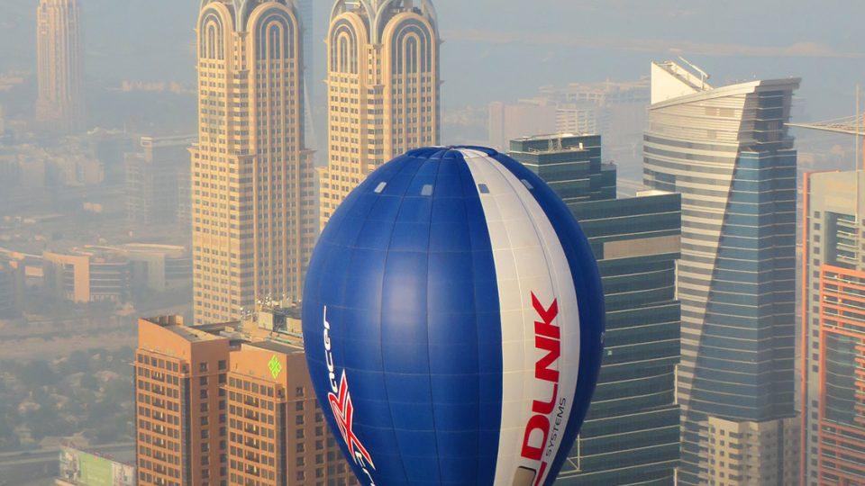 Soutěžní balón nad Dubají v rámci světových leteckých her v prosinci 2015
