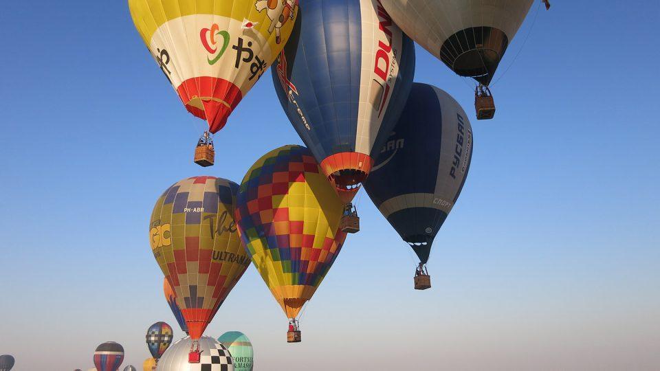 Když balony nalétávají na cíl, tak je nad křížem mnohdy těsno. Dubaj světové letecké hry 2015