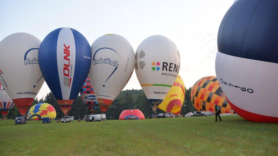 Balóny připravené na start – mistrovství ČR 2015