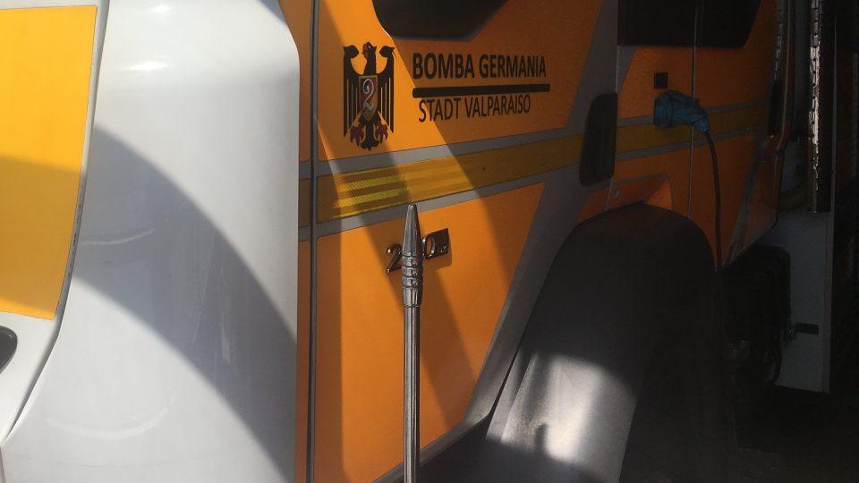 I nápis Město Valparaíso na hasičském autě 2. sboru zvaného Stříkačka Germania je německy