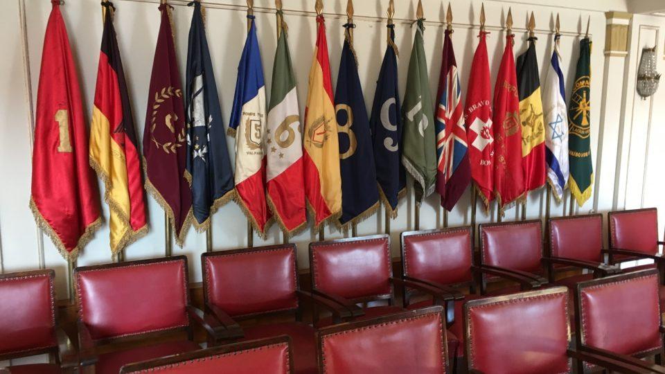 Vlajky hasičských sborů často odpovídají i různým národům - druhý je německý, pátý francouzský, šestý italský, mají i španělský, britský, švýcarský, belgický a izraelský