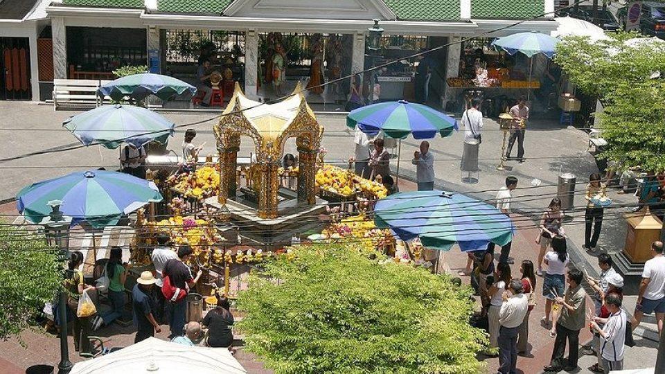 Hinduistická svatyně Erawan je cílem poutníků různých náboženství