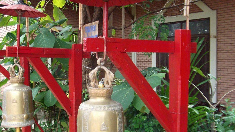 Zvony a gongy -  akustický symbol spiritualismu theravádského buddhismu