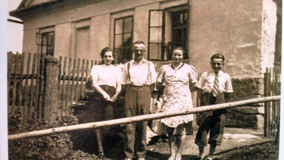 Rodina Dolečkova v časech před válkou