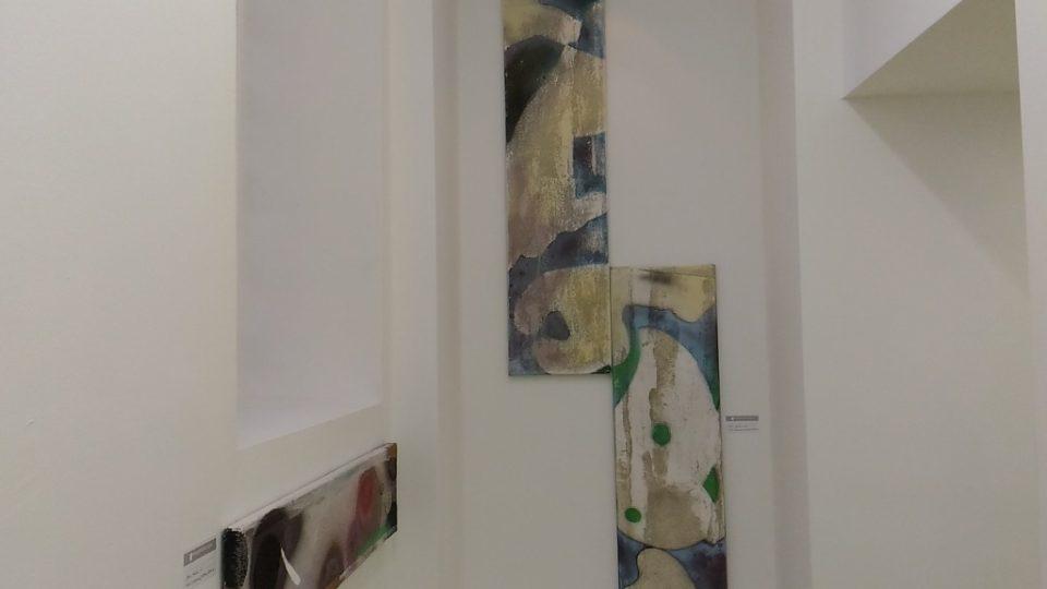 Korálky jsou součástí obrazů Petra Písaříka. Třpytivé umění najdete v Liberci