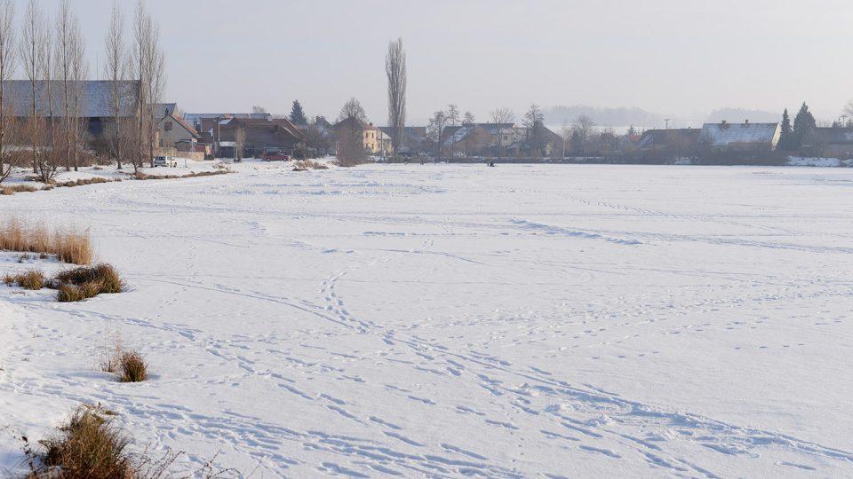 Zamrzlý Návesní rybník v Kunčí u Slatiňan
