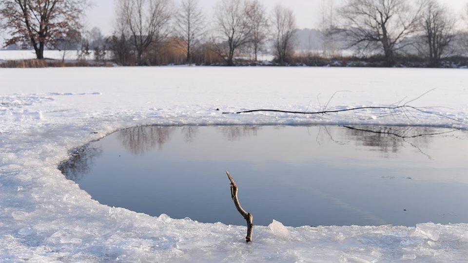 Zamrzlý rybník Mazánek u Slatiňan