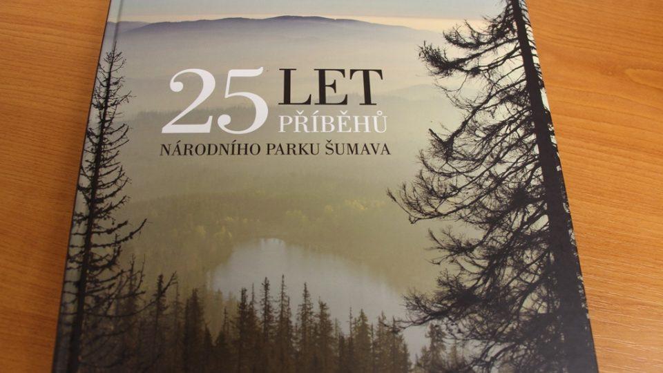Kniha 25 let příběhů Národního parku Šumava