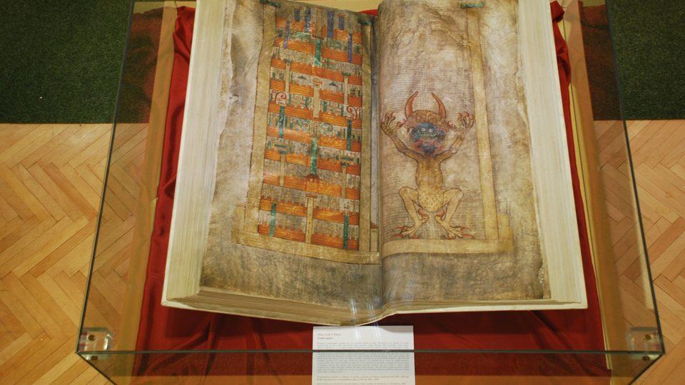 Maketa Codexu gigas v Městském muzeu v Chrasti