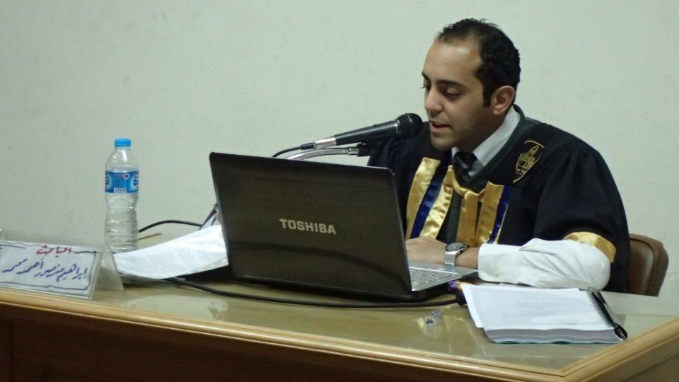 Ibráhím Mansúr během obhajoby své magisterské práce