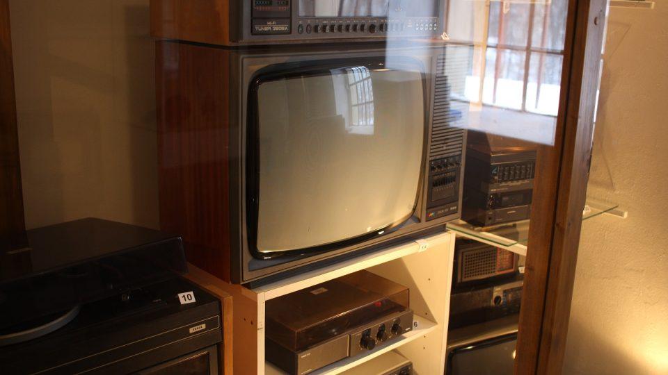 Barevný televizor