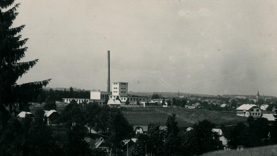 Historická fotografie mlékárny, v Hlinsku funguje od roku 1943