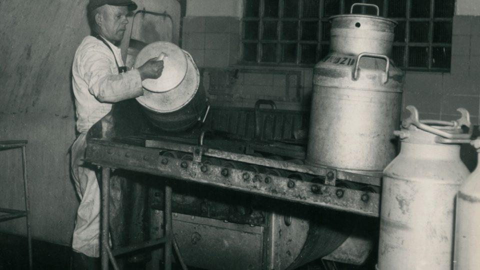Mlékárna v Hlinsku dnes zpracovává stonásobně víc mléka než na začátku svojí existenceFoto archiv Mlékárny Hlinsko