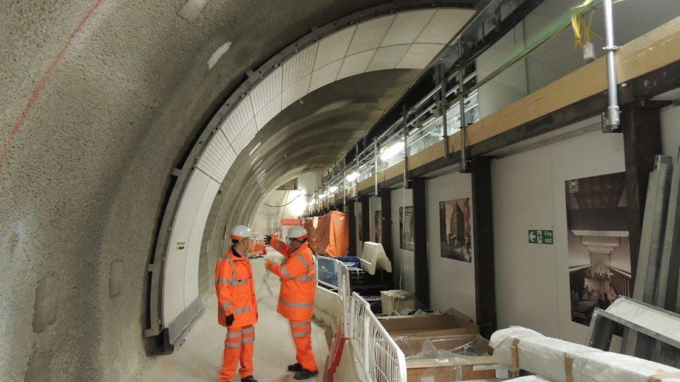 Projekt železnice Crossrail je v mnoha směrech unikátní