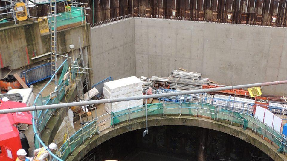 Při ražbě tunelů pod londýnským centrem museli stavbaři počítat s rizikem nálezu nevybuchlých pum z dob druhé světové války