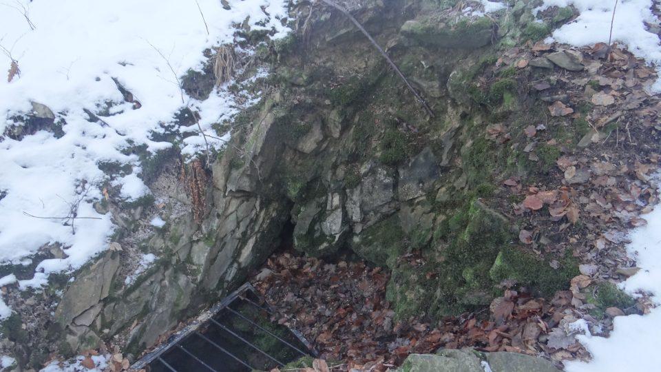 Loupežnická jeskyně je největší jeskyně v neovulkanitech v celé České republice