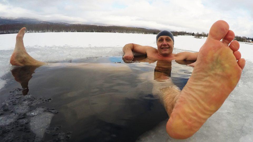 Petr Kapoun si zimní potápění na Miladě užívá