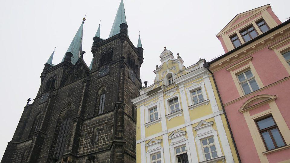 Kostel Nanebevzetí Panny Marie stojí na chrudimském Resselově náměstí