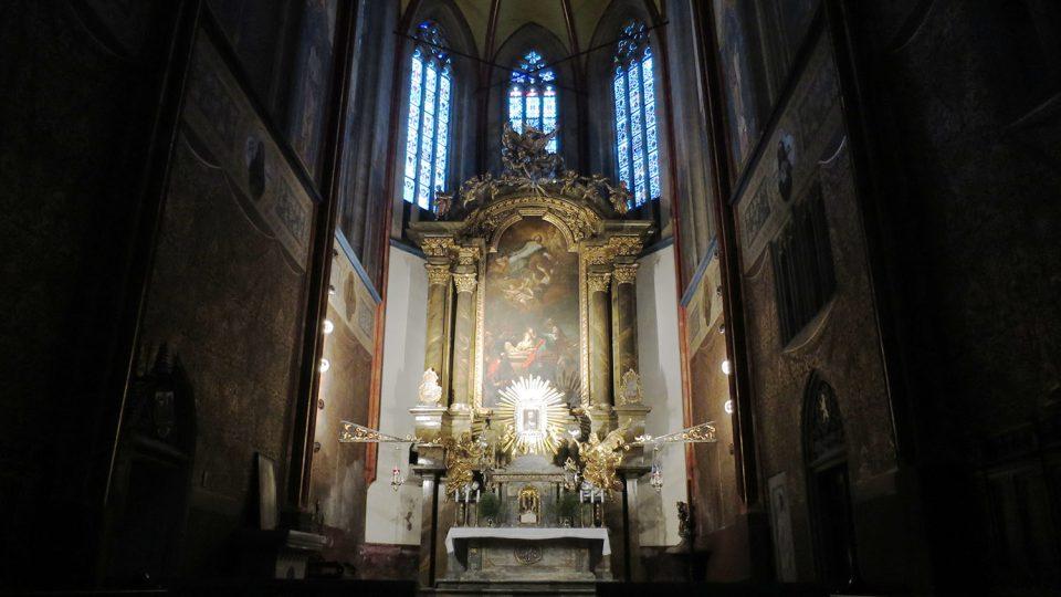 Oltář kostela Nanebevzetí Panny Marie s deskovým obrazem sv. Salvátora, Krista Spasitele