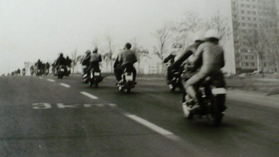 Takhle vypadalo setkání motorkářů v Ústí nad Labem v roce 1982