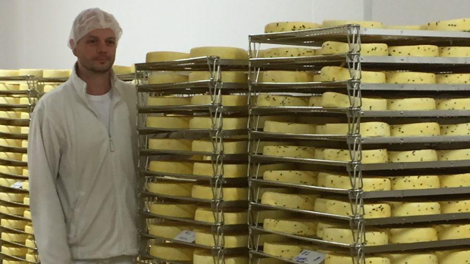 Výroba sýrů v mlékárenském podniku Madeta v areálu v Plané nad Lužnicí. Na snímku ředitel závodu v Plané David Fajfr