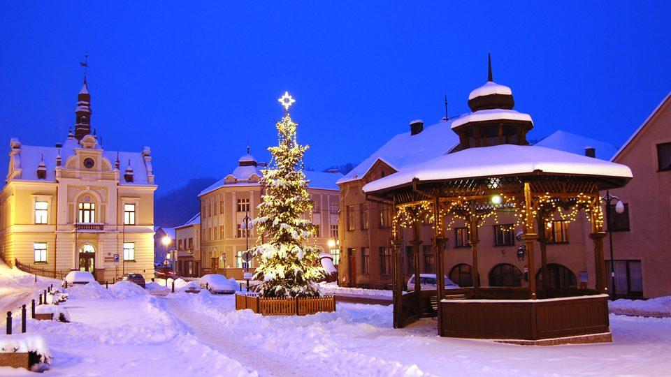 Vánoční atmosféra na Komenského náměstí v Brandýse nad Orlicí