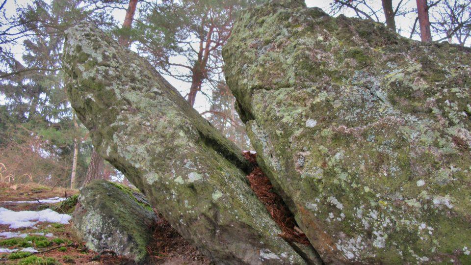 Jeden z balvanů stolové hory sopečného původu