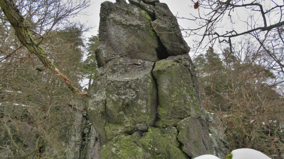 Jedna z mnoha skalních věží na Kozelce