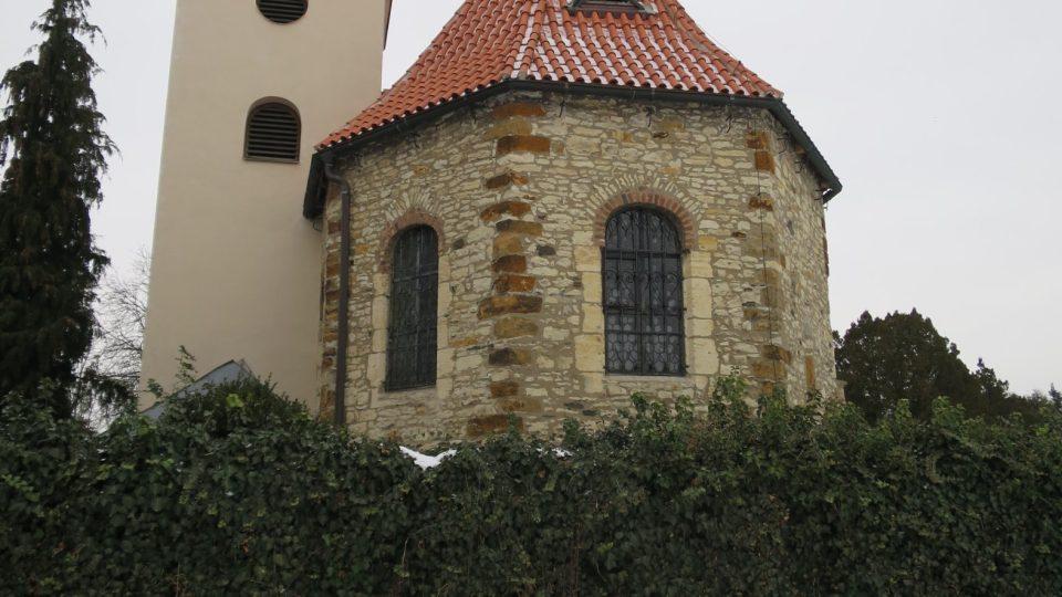 Přemyslovské hradiště Levý Hradec ukrývá základy kostela sv. Klimenta z 10. století