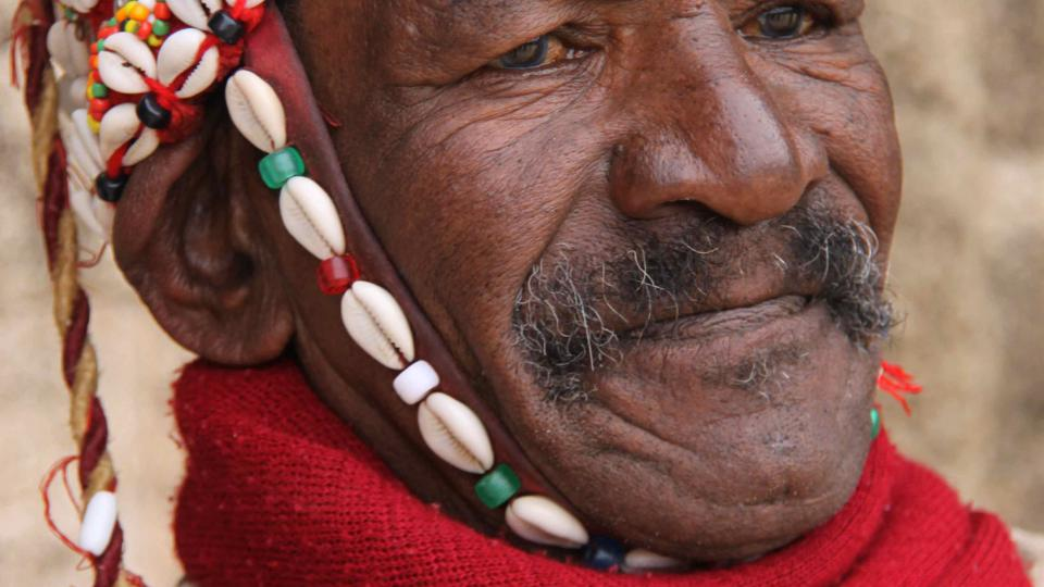 Muž v tradičním marockém oděvu