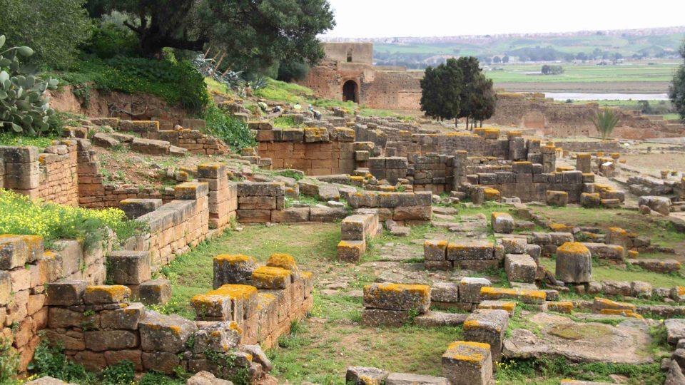 Po Féničanech tu své stopy zanechali od 1. století našeho letopočtu Římané a nakonec Berbeři